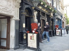 The Red Lion, exterior picture