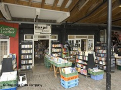 Black Gull Books, exterior picture