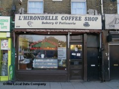 L\'Hirondelle Coffee Shop, exterior picture