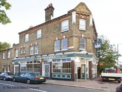The Queens Arms, exterior picture