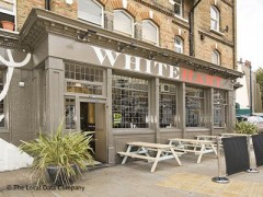 The White Hart, exterior picture