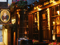 Get scared in London's haunted pubs picture