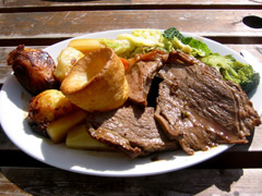 Best places to munch a delicious Sunday roast picture