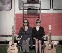 The Lasses - Superb Dutch Folk Duo image