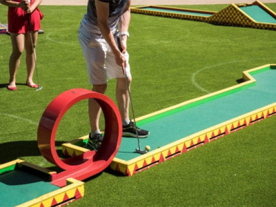 Who's for Minigolf? picture